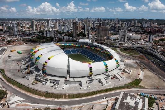 53be9ff2c07a803812000091_proyecto-casa-futebol-propone-la-re-apropiaci-n-residencial-de-los-estadios-de-brasil-2014_1week1project_casa-futebol_04_arena-530x353